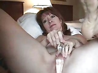 Horny Cougar Diverts Herself With Faux-cock