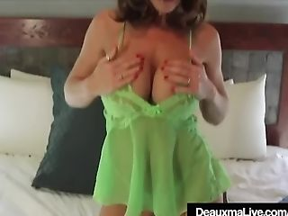 Supah Sexy Mommy Deauxma Faux-cock Bangs Her Fuckbox & Cums!