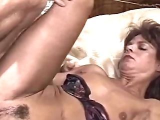Brown-haired Old Lady Sucking Man Sausage Spreading Her Gams