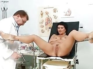 Buxomy Cougar Valentina Rush Muff Check-up With Thumbs
