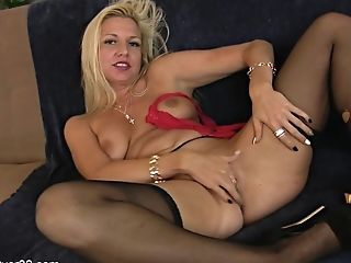 Hot Mommy Shows Her Labia