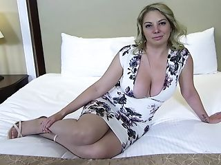 Big Donk And Titties Blonde Mummy