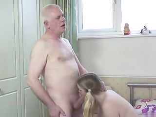 Hairless Hoochie-cunt Housewife Oral Hook-up With Spunk Shot