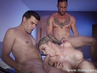 Mummy Valentina Honey Fucks Three Guys