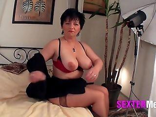 Nasty brunette hottie enjoy getting cunt
