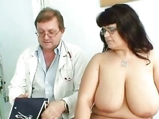Matures Mom At Physician