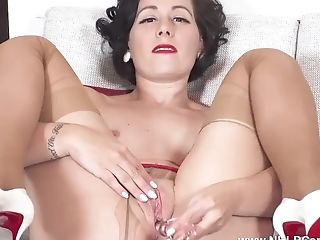 Sexy Mummy Belle O'hara Cums With Faux-cock Tool In Pantyhose...