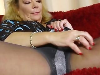 Old Mummy Karen Summer Peels Off A Pair Of Pantyhose And Fondles...