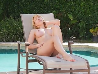 Solo Cutie Amber Spreads Her Gams To Have Fun By The Outdoors Pool
