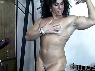 Annie rivieccio she loves training and getting naked 4
