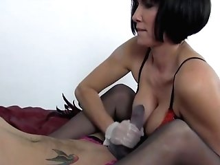 Sexy Cougar Gives Foot Wank And Tugjob To Big Pulsing Jizz-shotgun