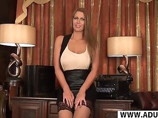 Big Bootie Cougar Leigh Darby Gives Blow-job Hot Touching Sonnie