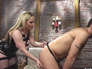 Matures In Facesit On Bearded Man