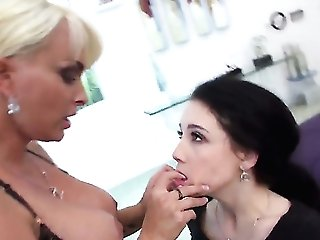 Holly Halston offers her coochie to lezzy Noelle Easton