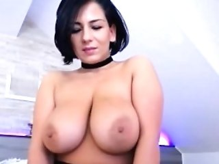 Webcam Dark Haired Brilliant Boby With Amazing Tits