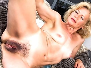 Matures Woman Exposes Her Hairy Poon
