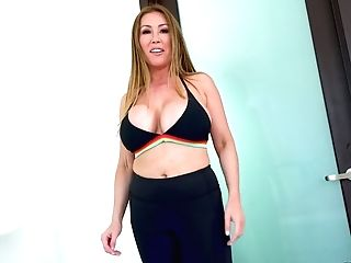Smoking Hot Big-titted Porno Diva Kianna Dior Gives Her Head And...