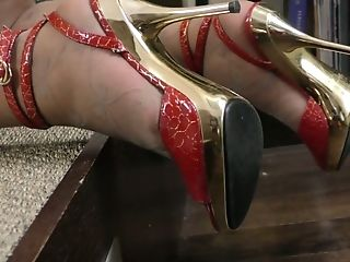 Matures Woman Angel Is Finger Fucking And Playing Her Old Holey Out...