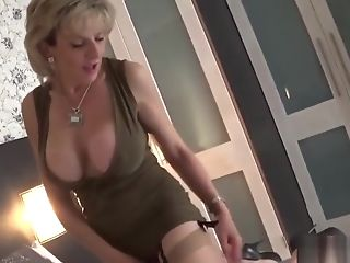 Adulterous English Matures Lady Sonia Shows Off Her Monster Tits