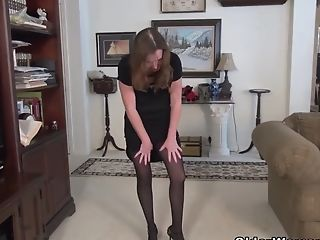 Yankee Cougar Terri Gets Very Excited In Nylon Pantyhose