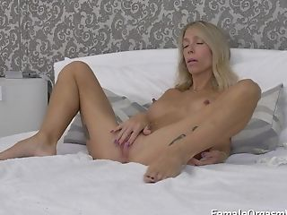 Lengthy Nippled Cougar Groans And Masturbates Her Twat