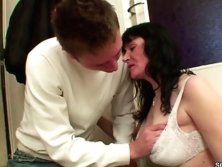 Youthful Boy Tempt Homeless Mummy Mom To Fuck With Him